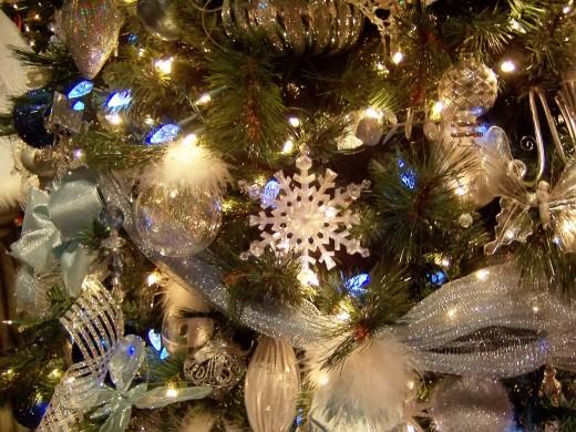 Последняя тенденция новогодней моды - елка в православном стиле
