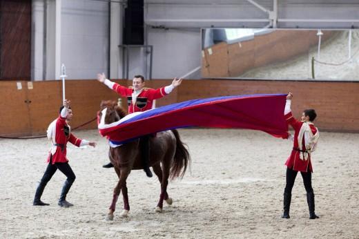 Кремлевская школа верховой езды отправилась во Францию с новой программой «Традиции России»