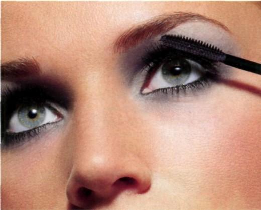 Учимся делать макияж для увеличения глаз