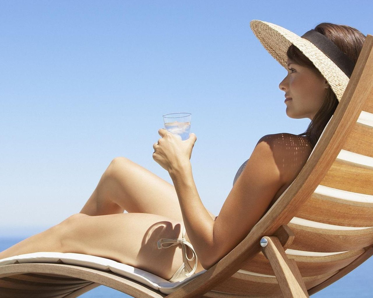 Какой отдых выбрать представительнице прекрасного пола и в какой одежде лучше появиться на пляже картинки