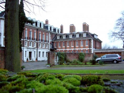 """СМИ: покупатели лондонского дворца Witanhurst """"прятались за юбкой"""" у Елены Батуриной?"""