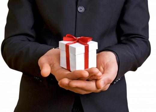 Стильный и актуальный подарок официальному лицу