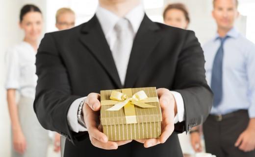 Что подарить руководителю (директору) женщине