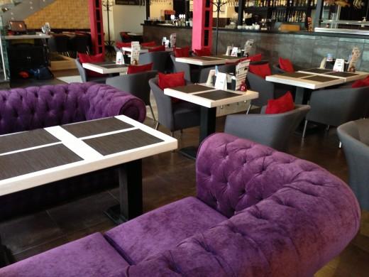 Особенности выбора мягкой мебели для кафе