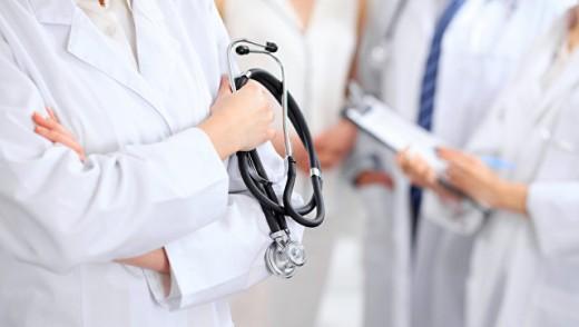 В Петербурге клиники теряют пациентов: в чем причина?