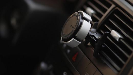Преимущества магнитных креплений для смартфона в авто