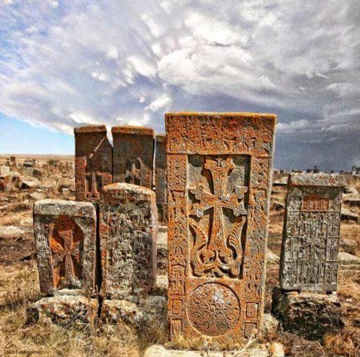 Хачкары - кресты памяти