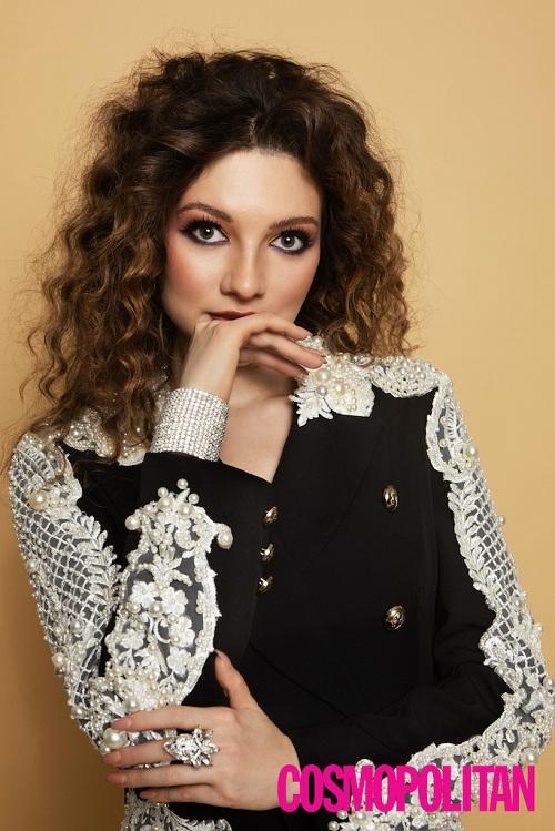 Вероника Пахомова появилась на обложке глянцевого журнала Cosmopolitan Romania