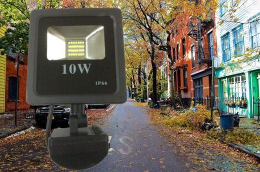 Светодиодный прожектор 10 ватт 12/24В с датчиком движения