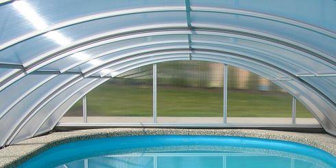 Остекление бассейнов: когда стоит воспользоваться подобной услугой?
