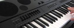 Интернет-магазин Casio предлагает приобрести синтезатор WK-7600 и получить стойку в подарок