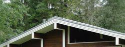 Ремонтные работы на даче или ее строительство с нуля: кому довериться?