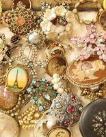 Натали Вайсберг объявила о распродаже уникальных антикварных украшений в своем бутике