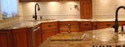 Кухонные столешницы из камня: обзор материалов и их особенностей