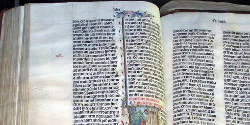 В Англии нашли 400-летнюю Библию короля Якова