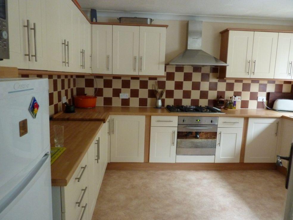 Кухня с шахматной плиткой