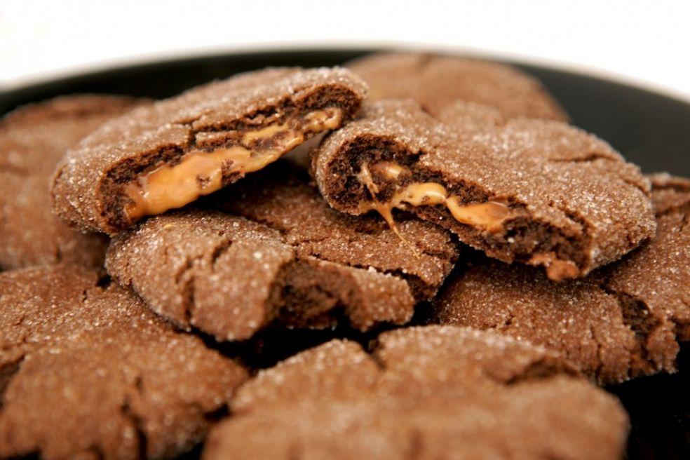 Шоколадное печение с карамелью