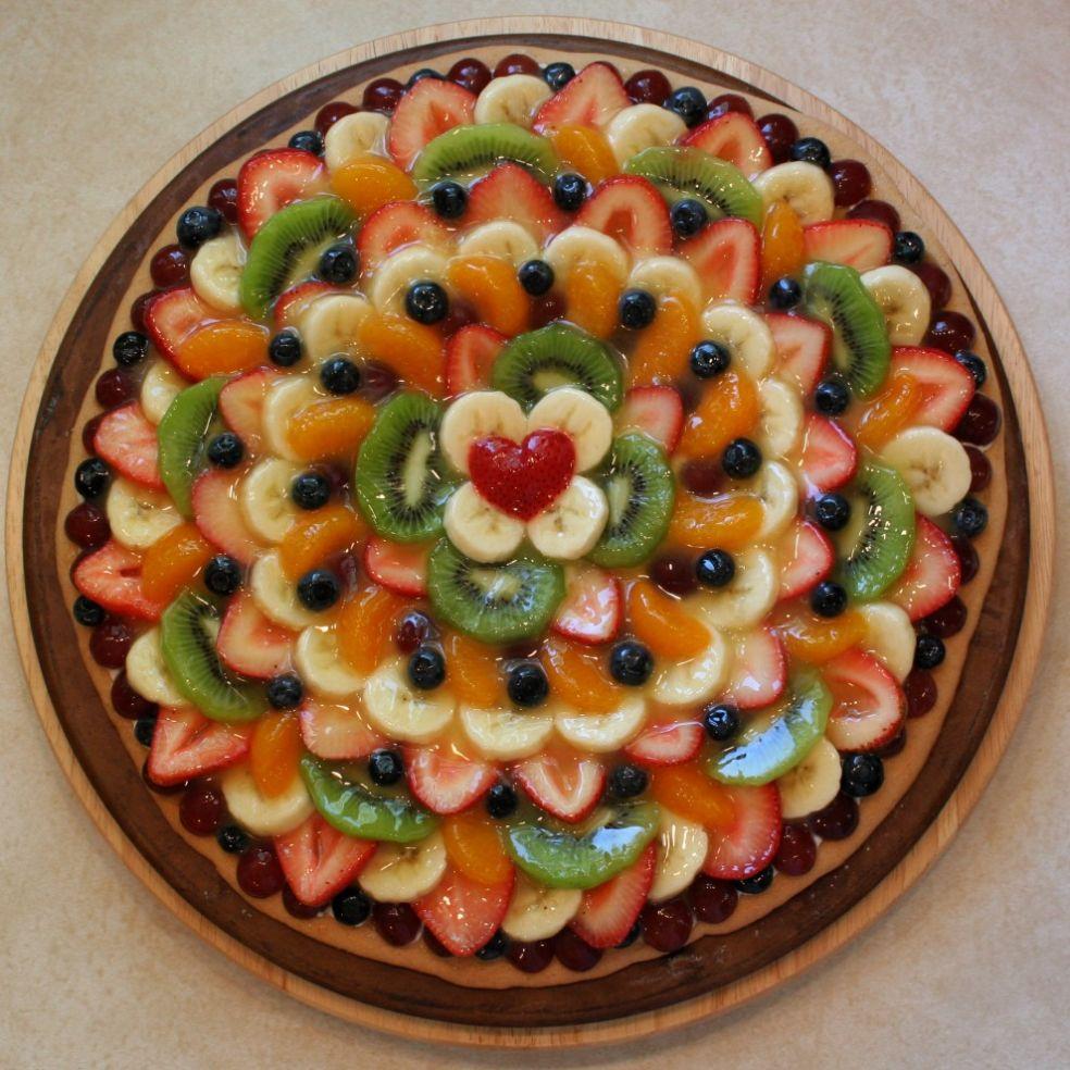 Фруктовая пицца - почти произведение искусства