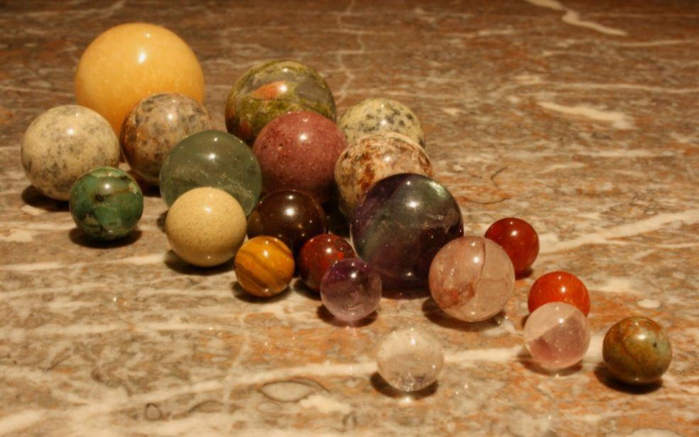 Драгоценные камни отшлифованные в шарики