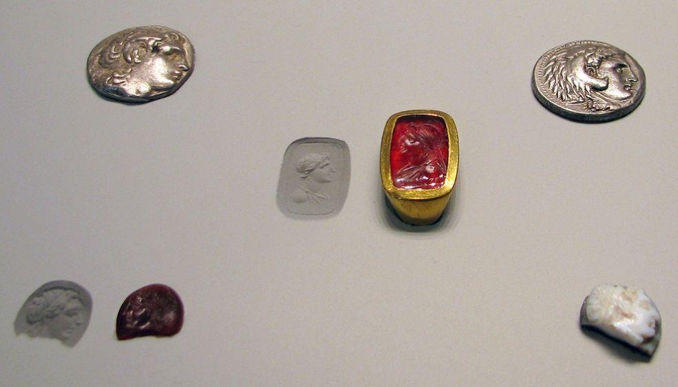 Перстень с портретом Александра Македонского в Сердолике