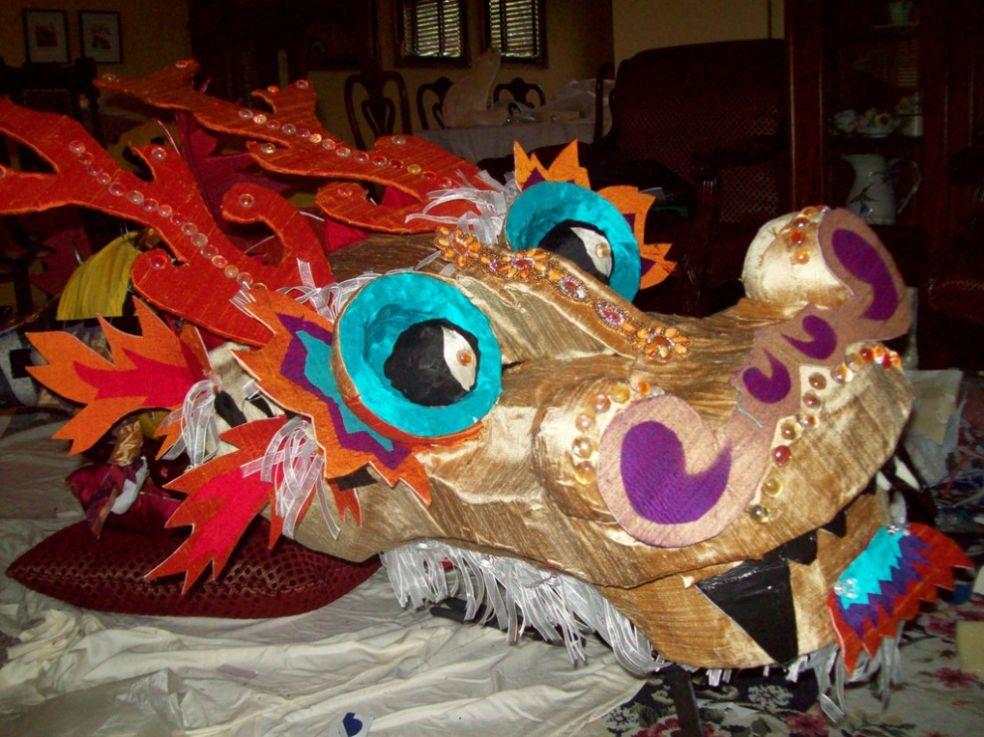 Праздничный китайский дракон