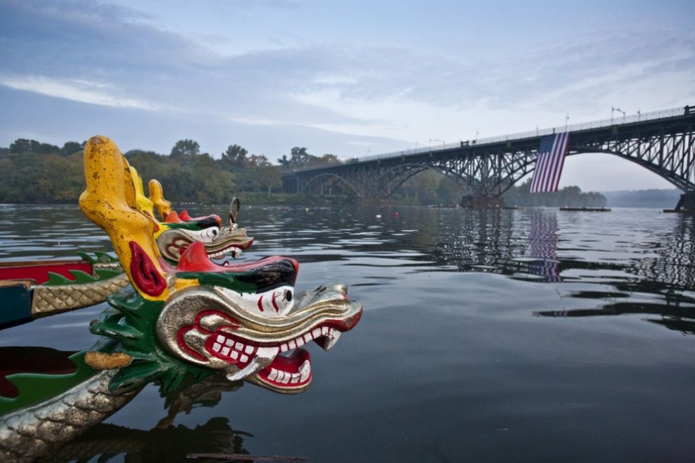 Лодки-драконы на реке Шуйлкилл