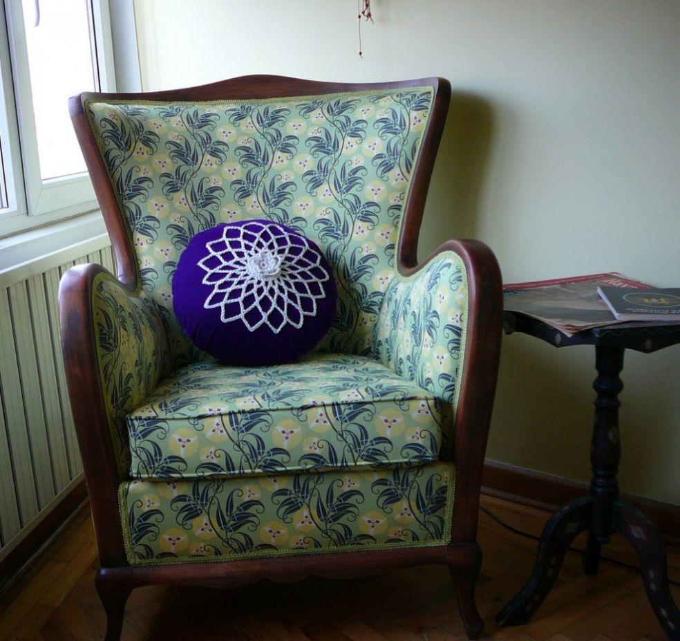 Кресло после повторной обивки