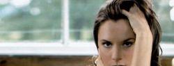 Виктория Бекхэм не может поднять на руки новорожденную дочь