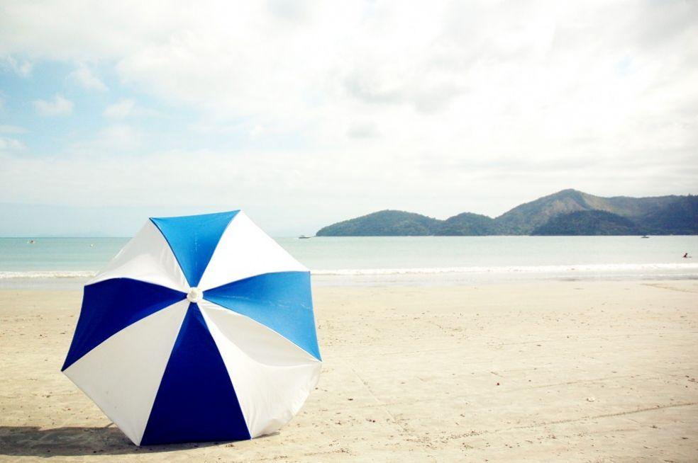 Зонтик от солнца на пляже