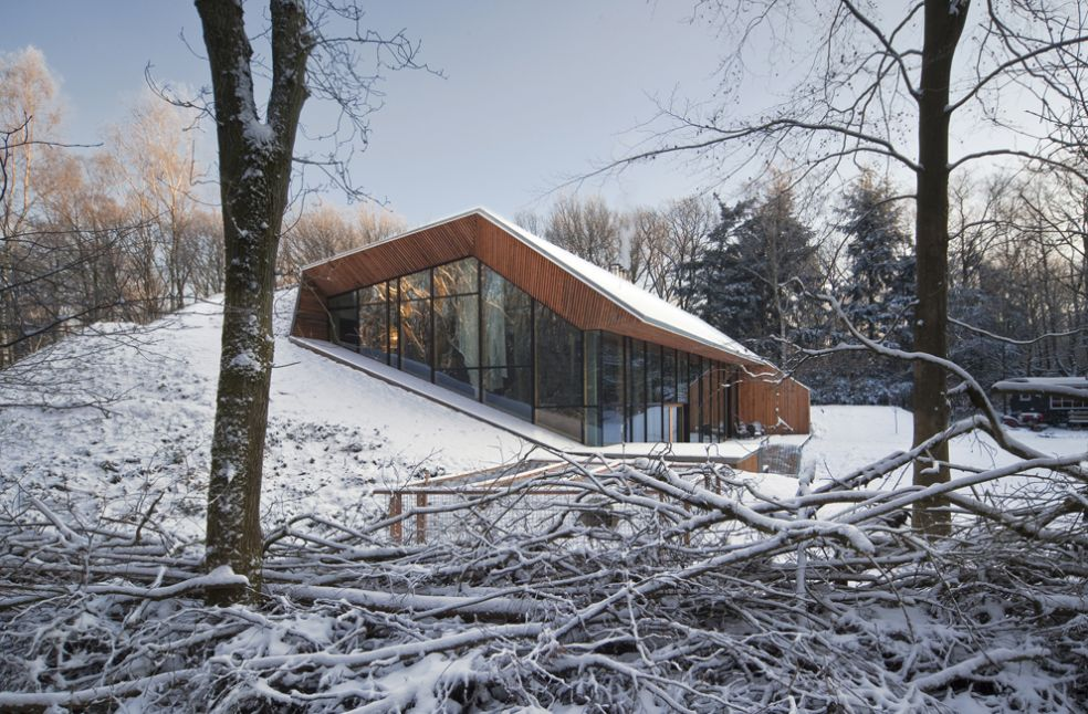 Голландские архитекторы возвели дом на снежном холме