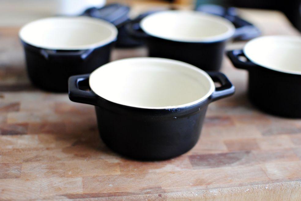 Макароны с сыром запеченные в горшочках фото-рецепт