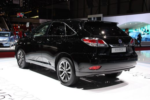 В Женеве показали обновленный Lexus RX