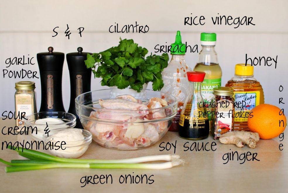 Рисовый уксус, кинза, соль и перец, острый тайский соус срирача, чесночный порошок, мед, апельсин, кусочки красного перца, сметана и майонез, соевый соус, имбирь, зеленый лук и крылышки