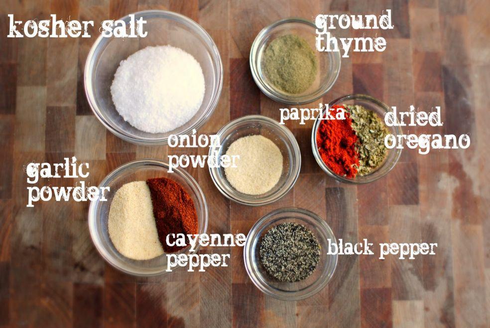 Соль крупного помола, тимьян, паприка, орегано, луковый порошок, чесночный порошок, кайенский перец, черный перец