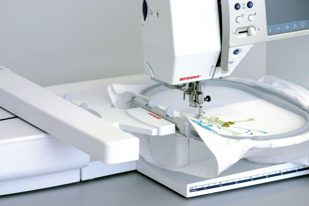 Швейная машина с функцией вышивания