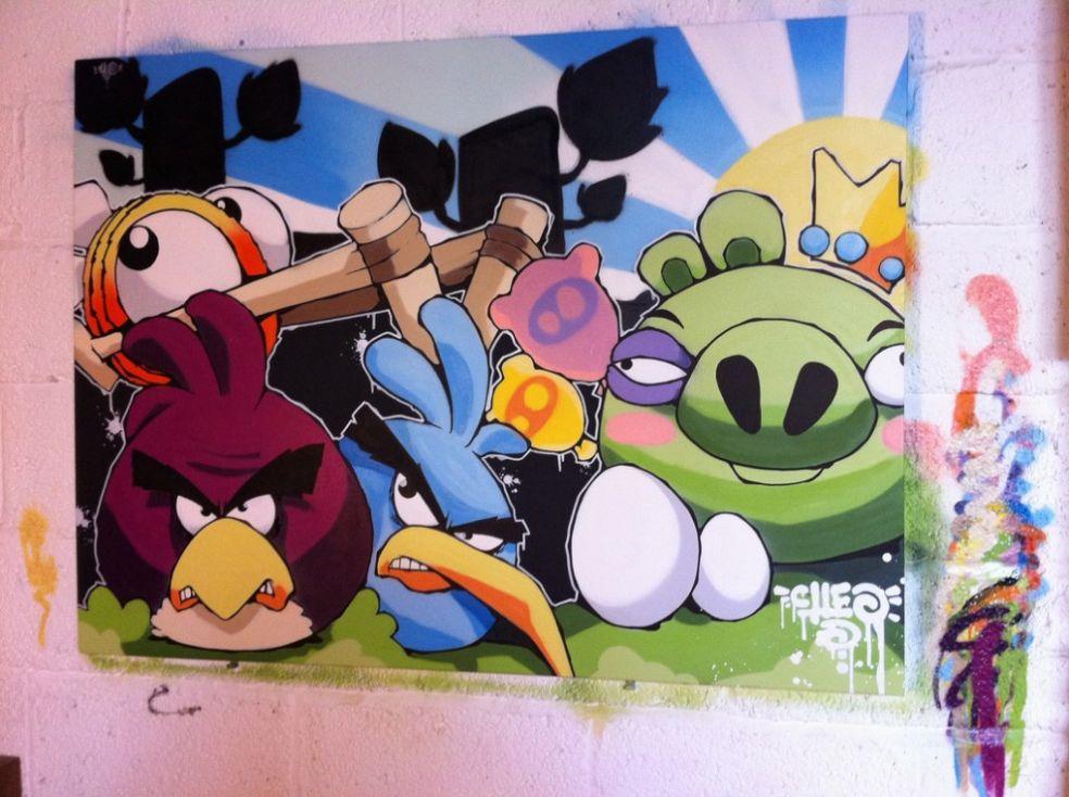 Граффити злых птичек в Бристоле