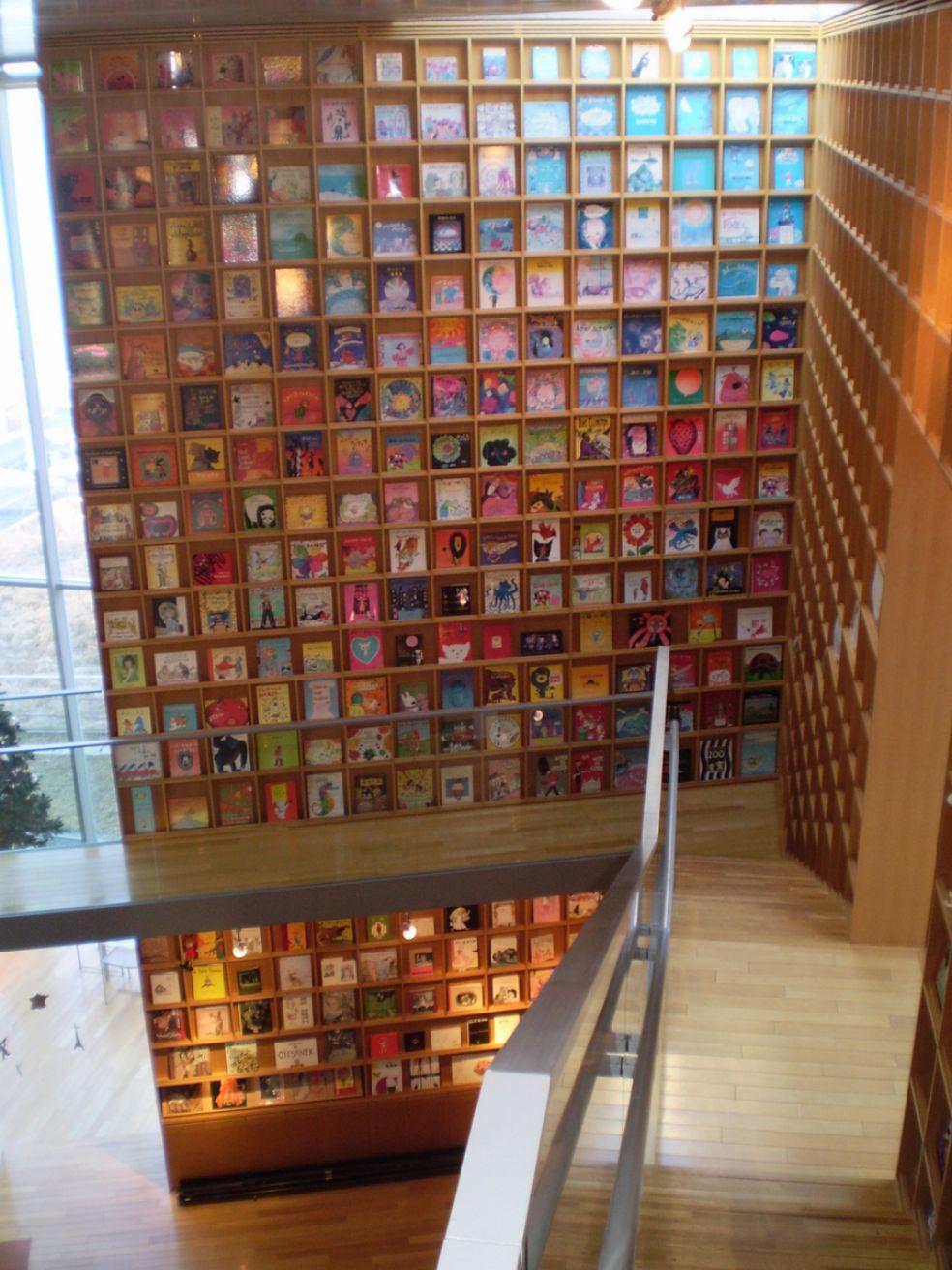 8. Библиотека Книг с картинками - Иваки, Япония